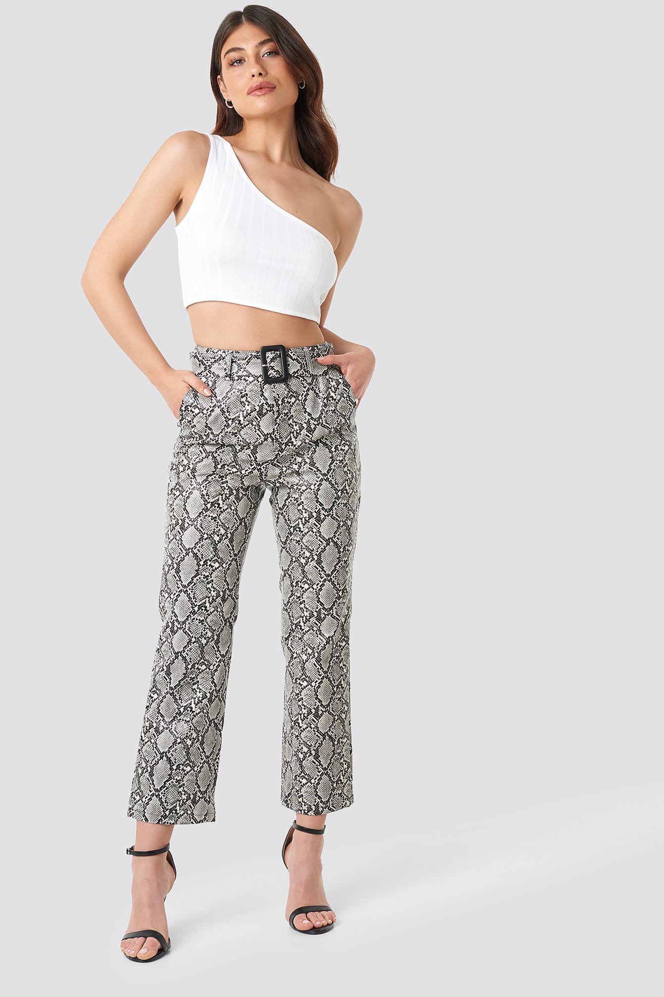 linn ahlborg x na-kd -  Snake Printed Cropped PU Pants - Multicolor