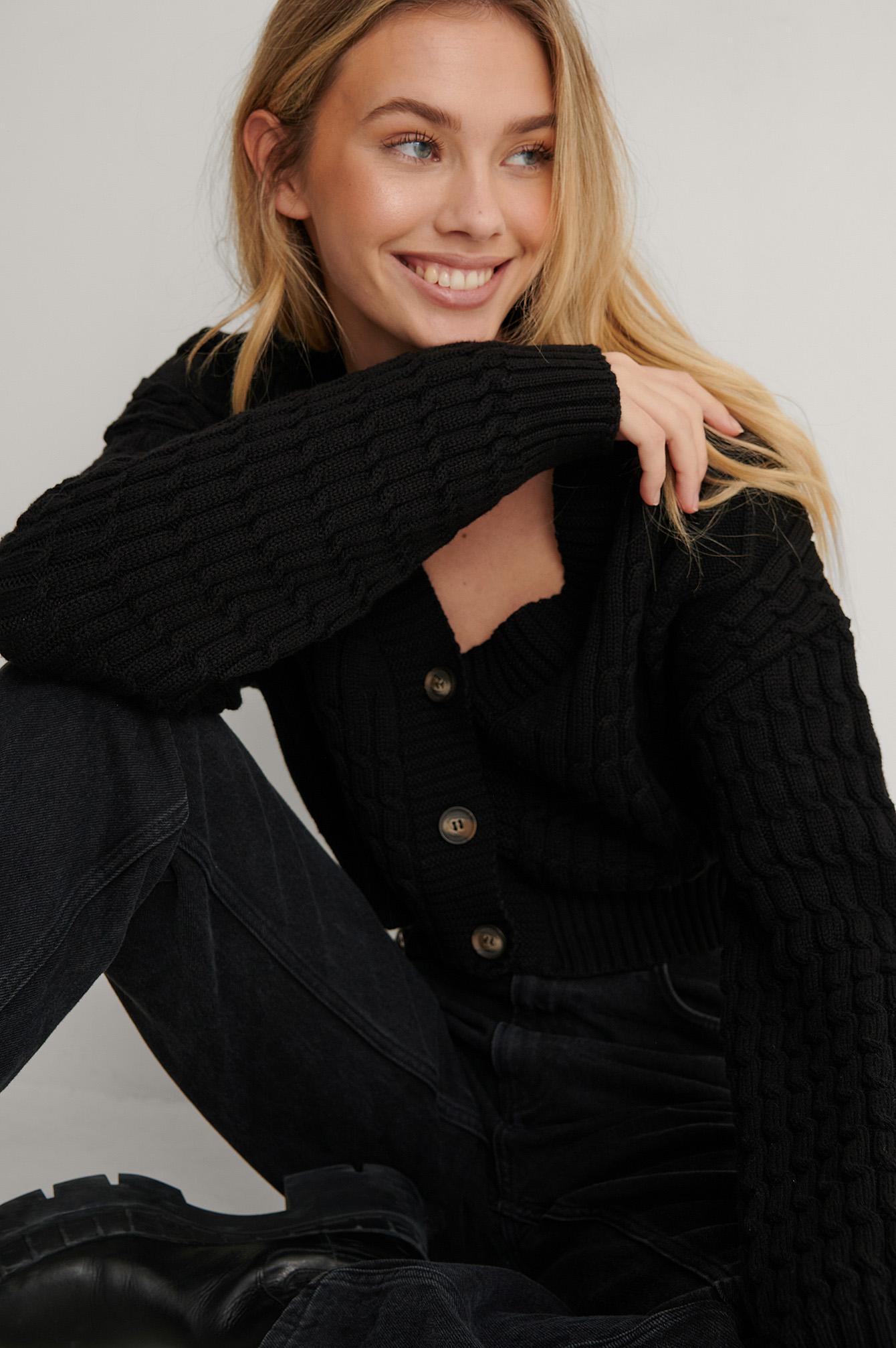 Lisa-Marie Schiffner x NA-KD Økologisk Strikket Cardigan - Black