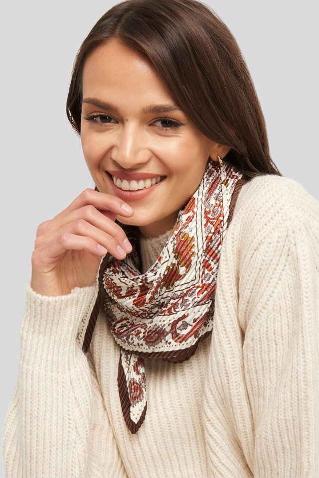 Commited Neck Scarf Brown