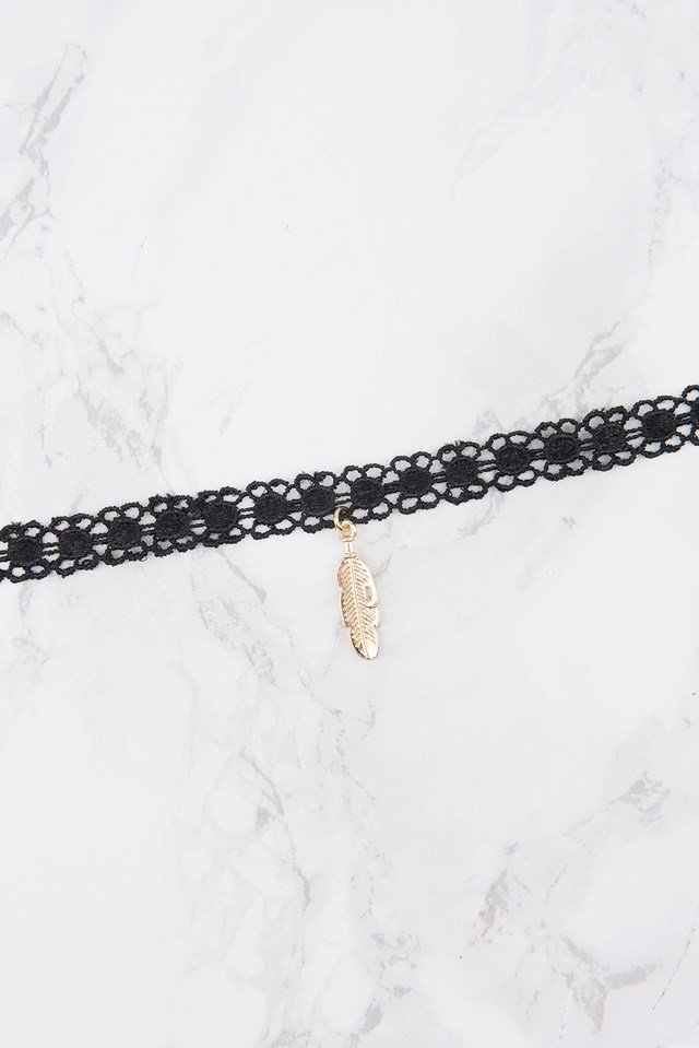 Lace Feather Pendant Choker NA-KD.COM