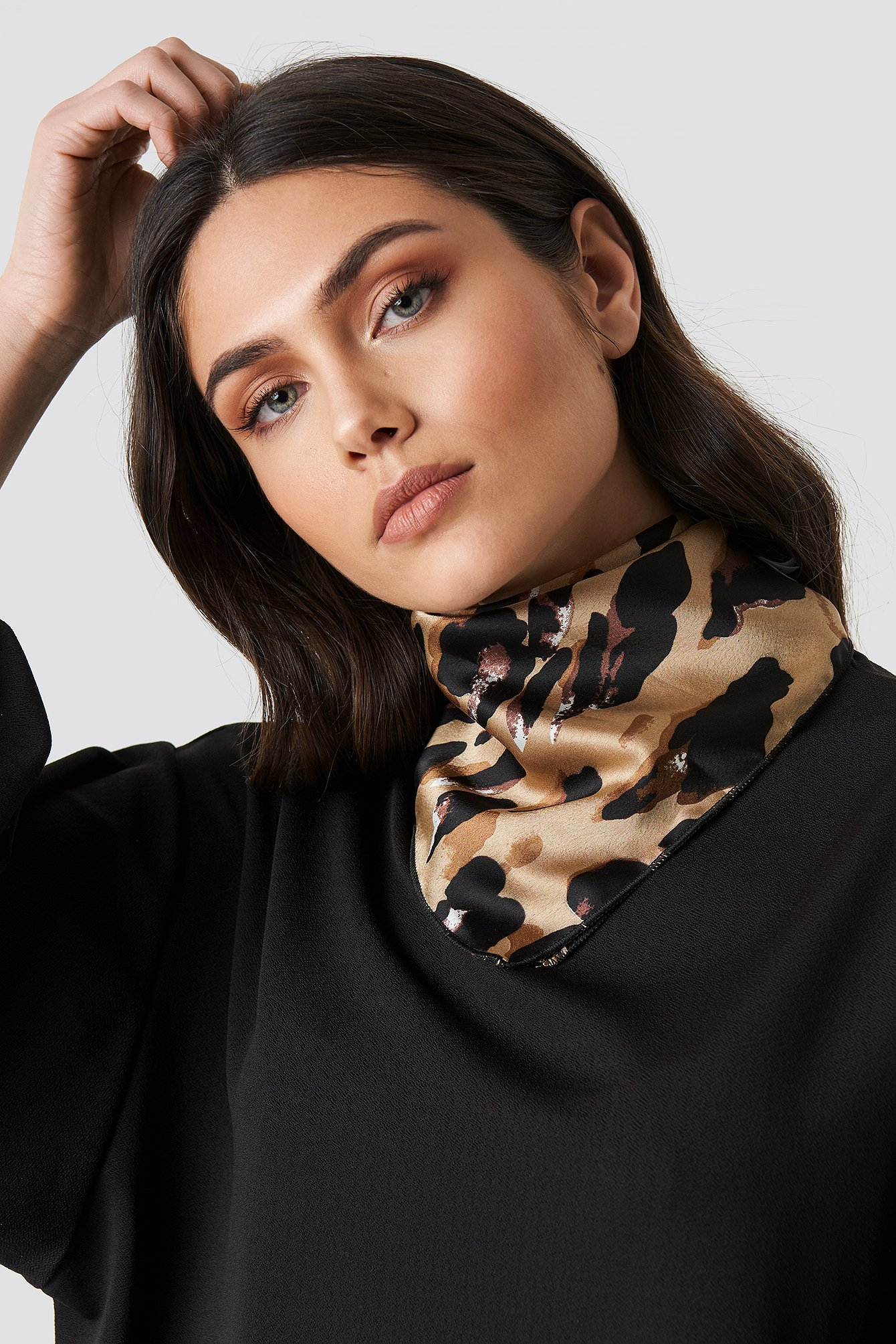 na-kd accessories -  Abstract Leo Print Satin Scarf - Brown,Beige