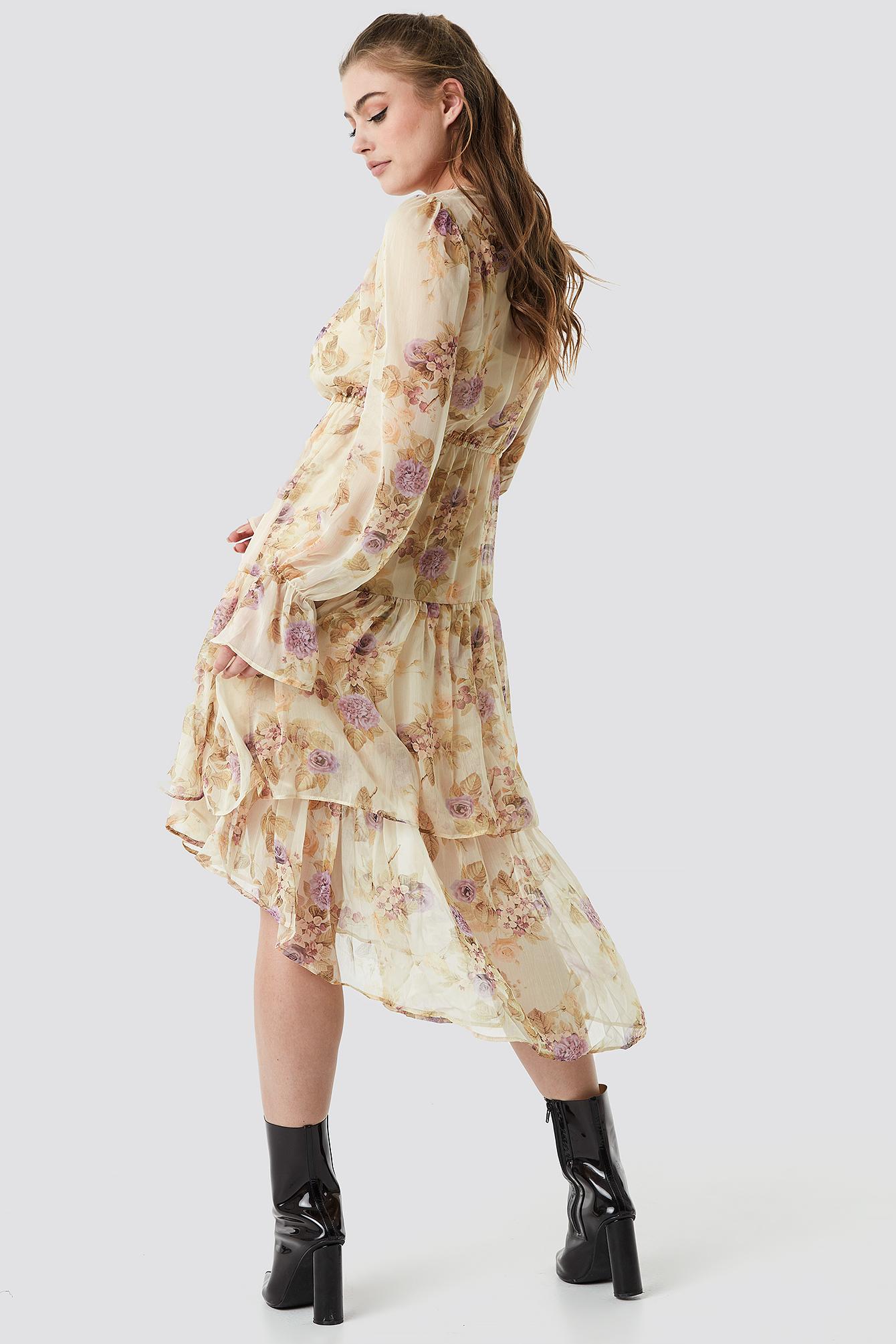 Asymetryczna sukienka z falbaną NA-KD.COM