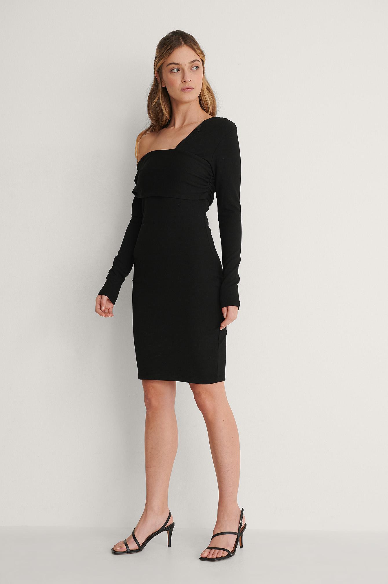 na-kd party -  Asymmetrisches Kleid Mit Schulterdetail - Black