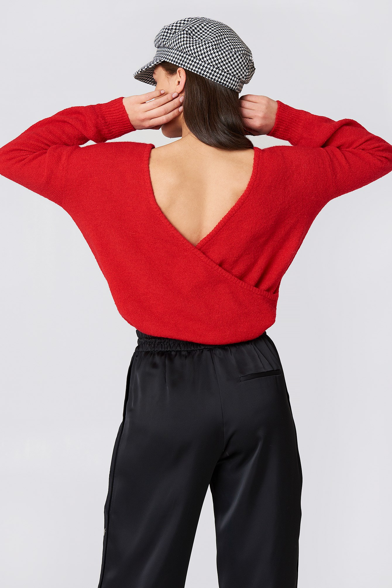 Back Overlap Knitted Sweater  NA-KD.COM