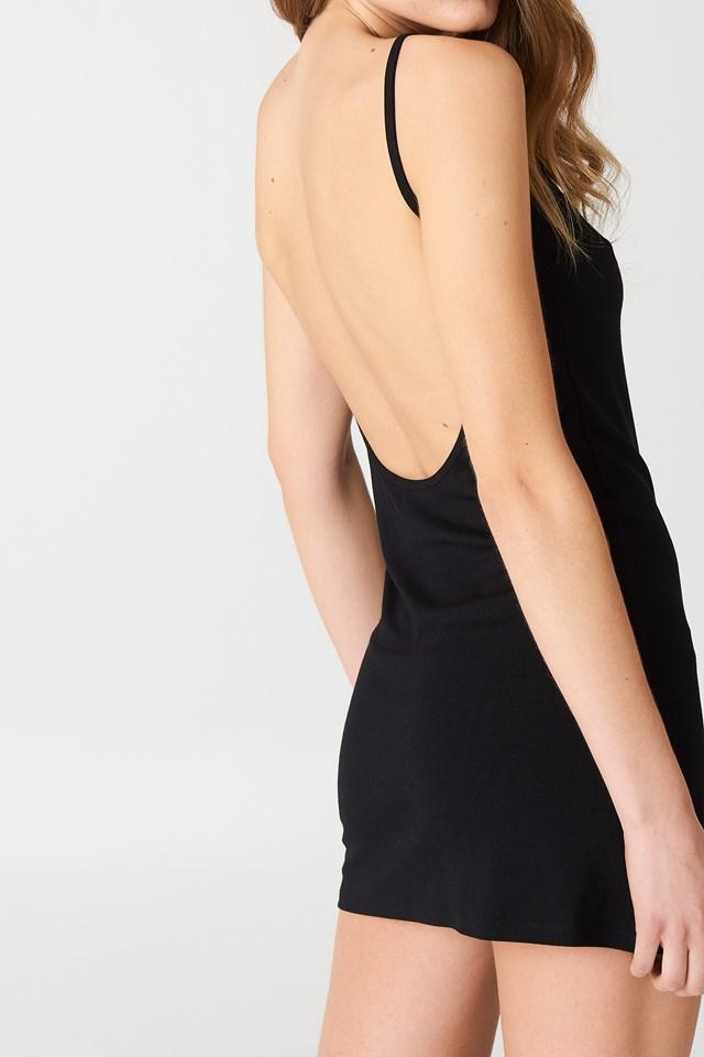 Sukienka z głębokim dekoltem z tyłu NA-KD.COM