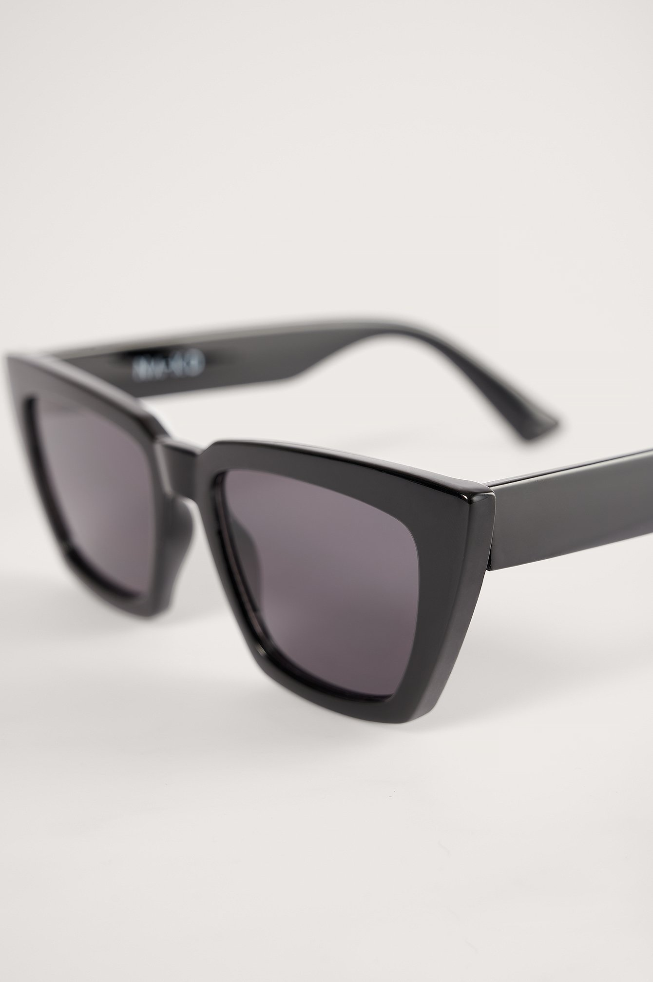 Black Basic Squared Sunglasses