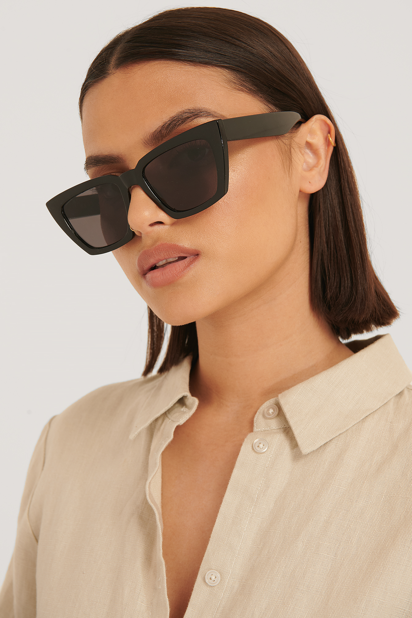 na-kd accessories -  Normale Eckige Sonnenbrille - Black