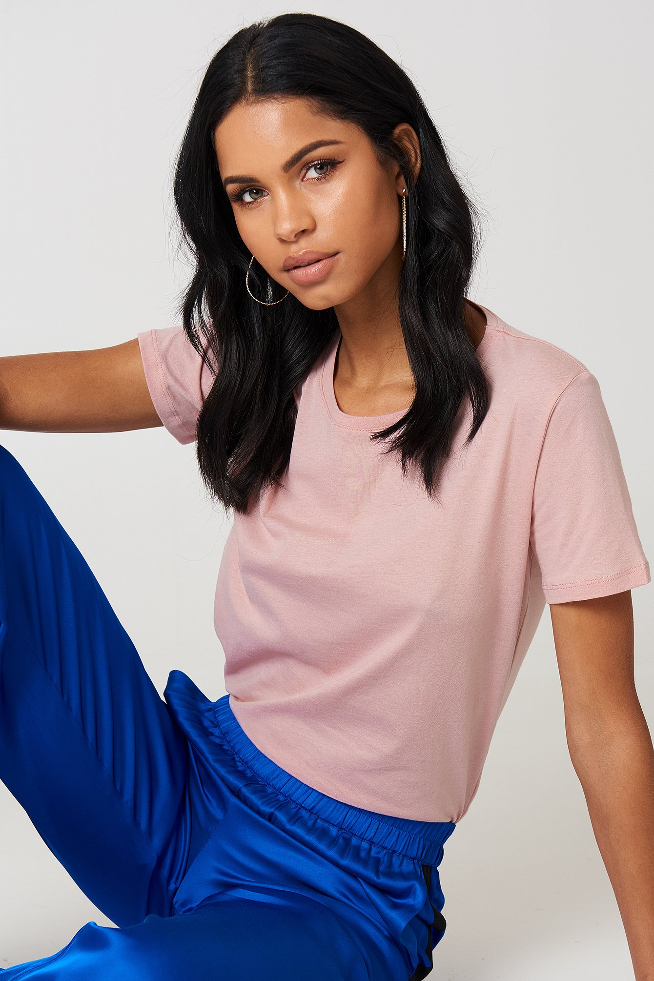 The Basic Tee by NA-KD Basic features a round slightly ribbed neckline, short sleeves, and a straight fit.