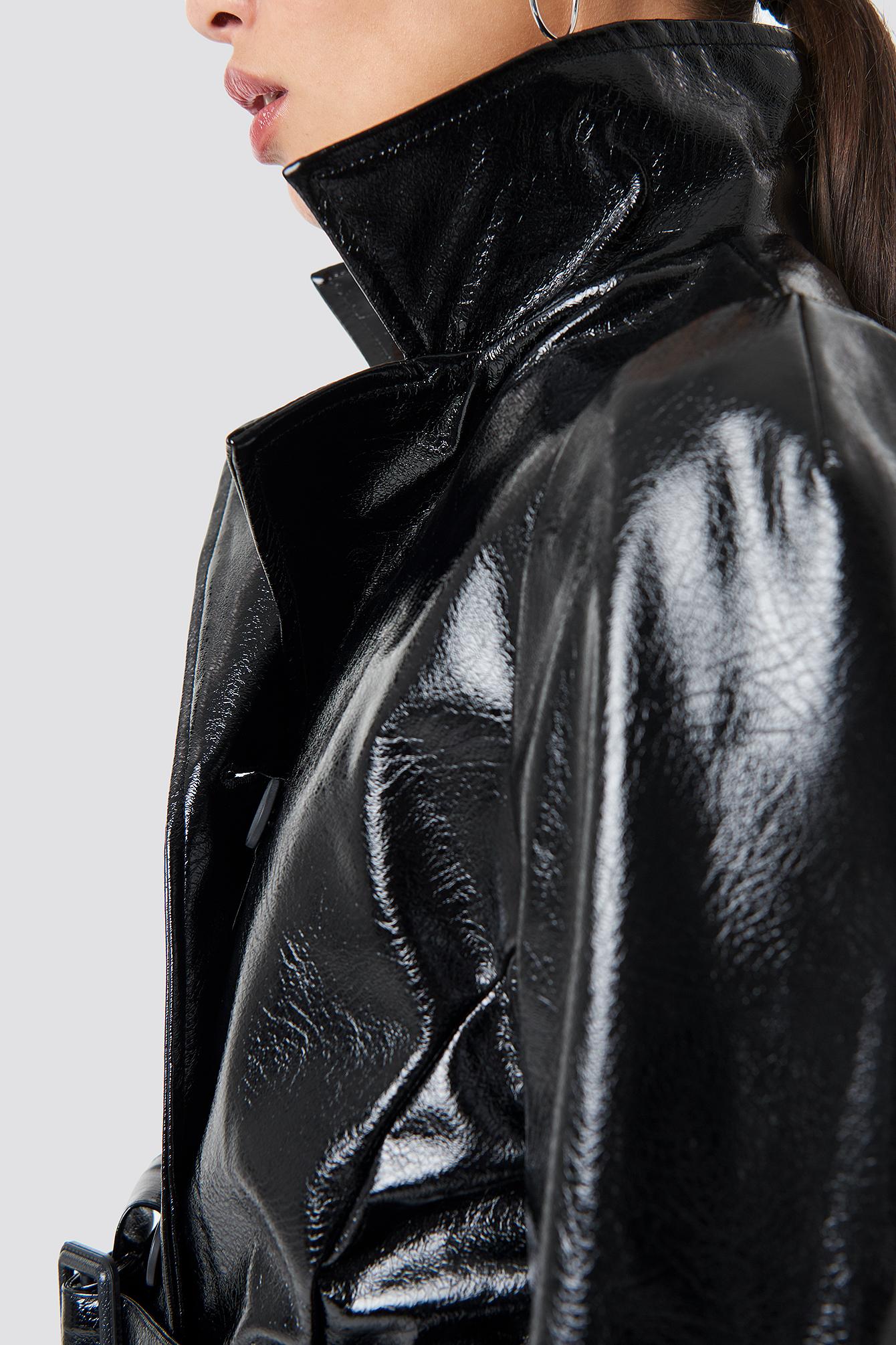 Lakierowana kurtka ze sztucznej skóry NA-KD.COM