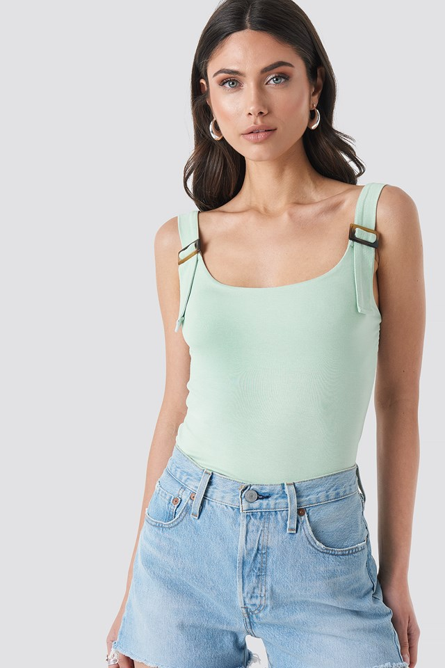 Belted Strap Tank Top NA-KD