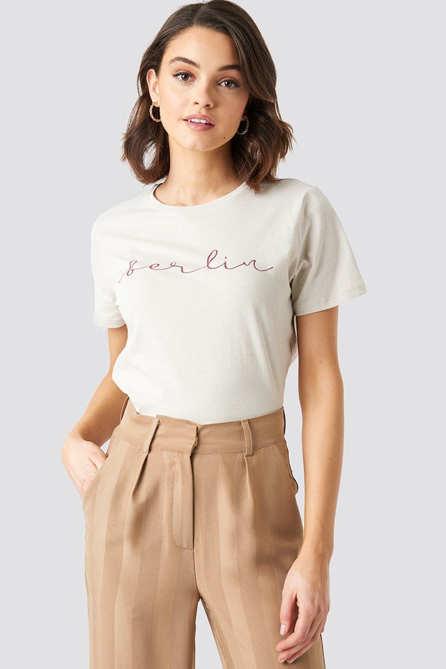 Berlin Print Tee Dusty Light Beige