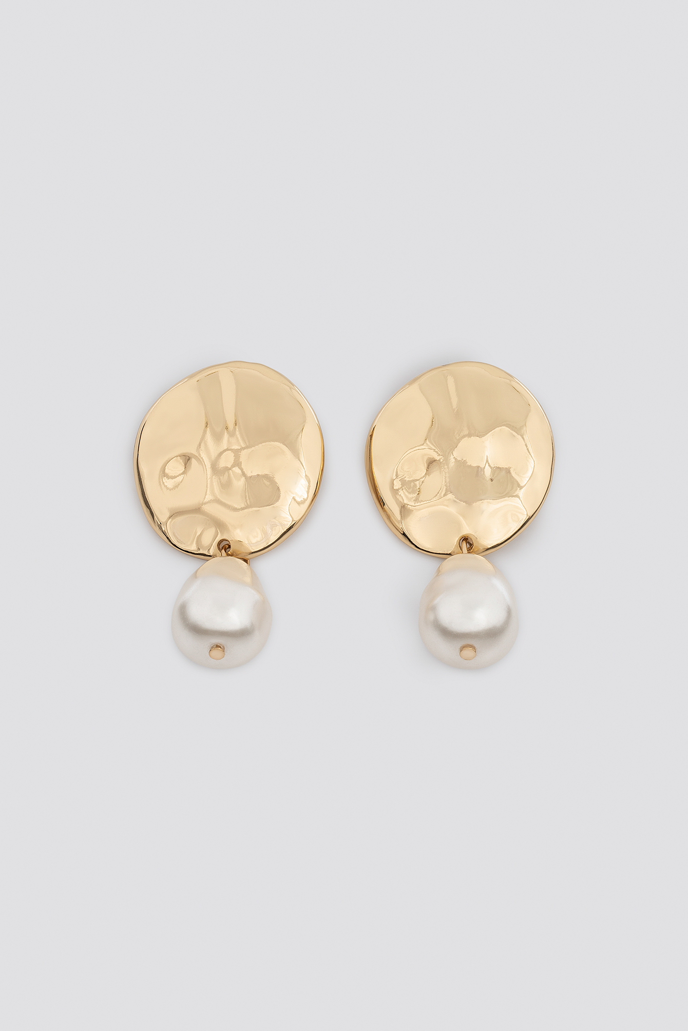 Big Pearl Hammered Plate Earrings NA-KD.COM
