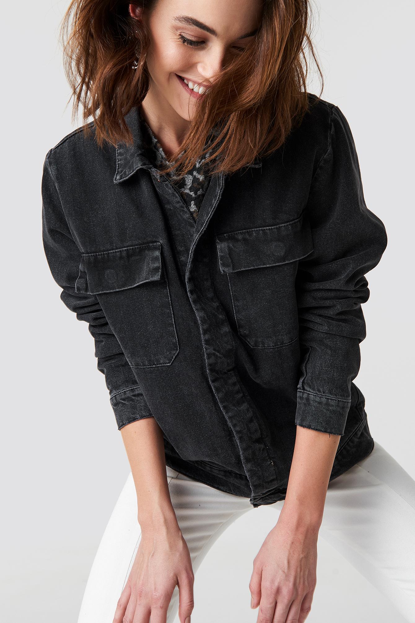 Kurtka jeansowa z dużymi kieszeniami NA-KD.COM
