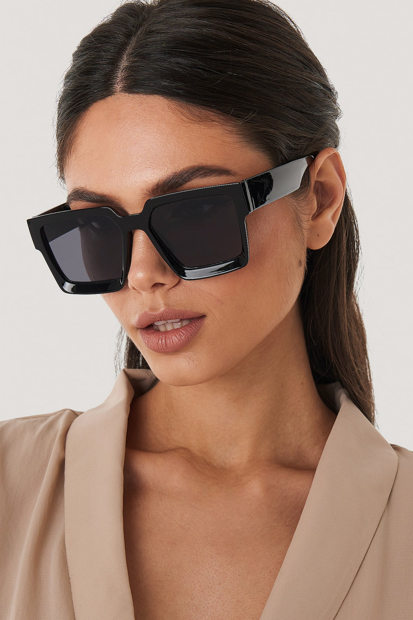 NA-KD Accessories Big Squared Edge Sunglasses - Black   Accessoires > Sonnenbrillen > Sonstige Sonnenbrillen   NA-KD Accessories