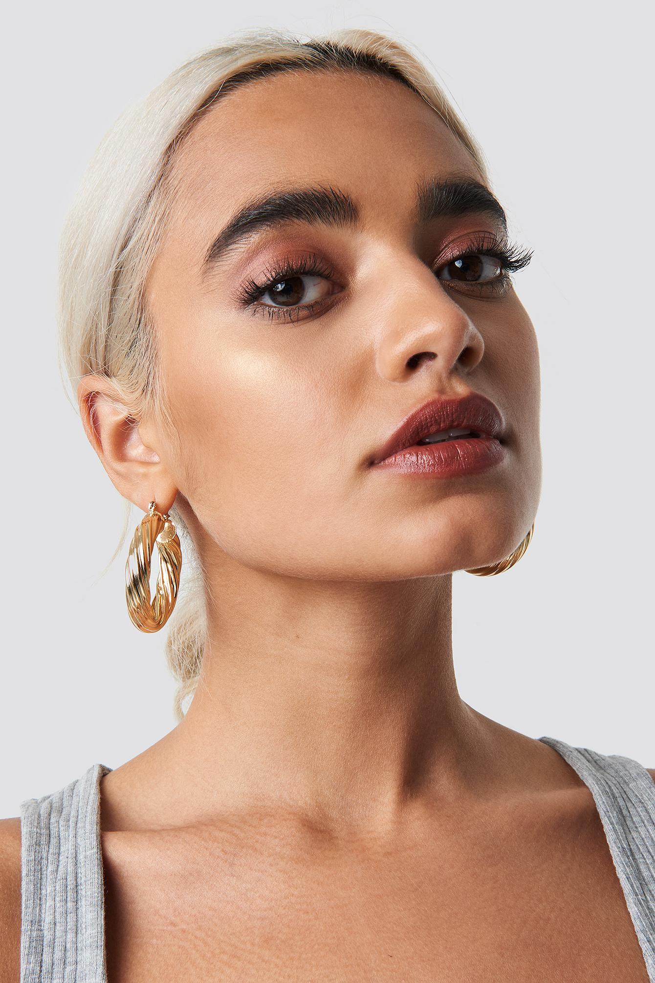 Big Wavy Hoop Earrings NA-KD.COM