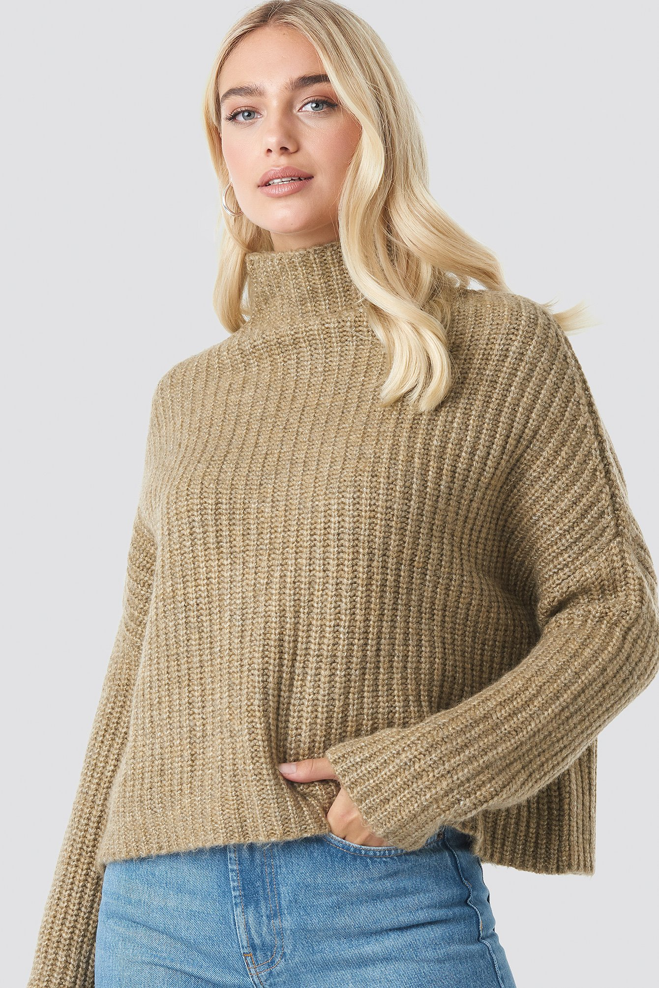 na-kd trend -  Boxy High Neck Knitted Sweater - Beige