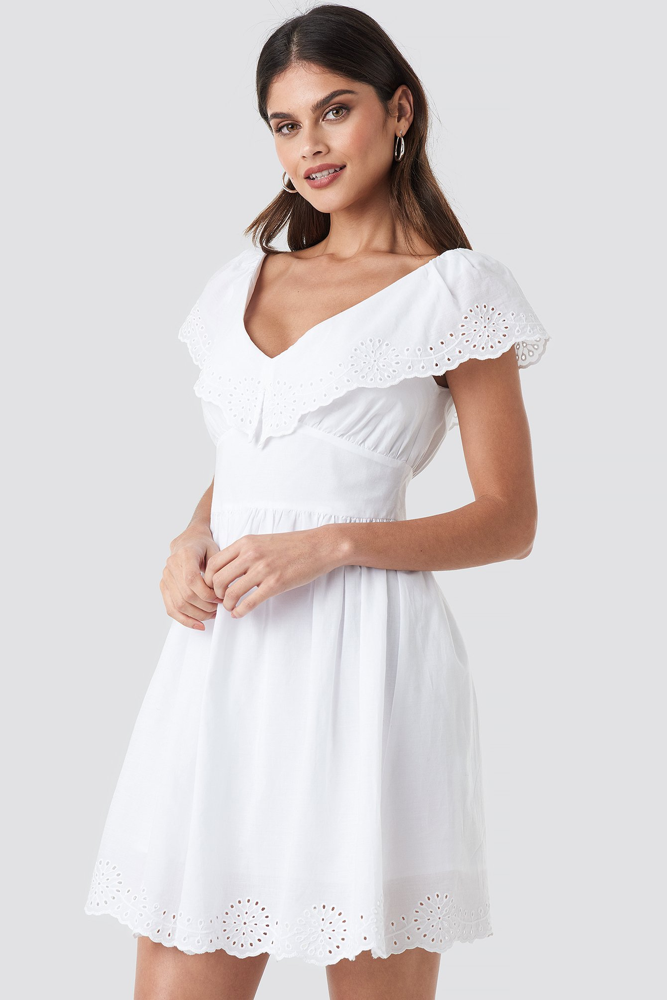 Broiderie Anglais Ruffle Dress NA-KD.COM