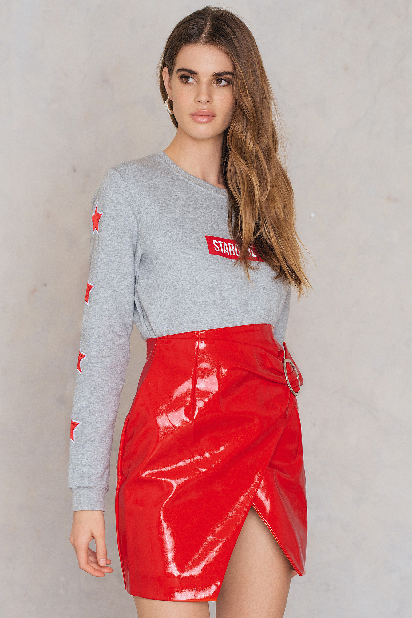 na-kd trend -  Buckle Detail Patent Skirt - Red