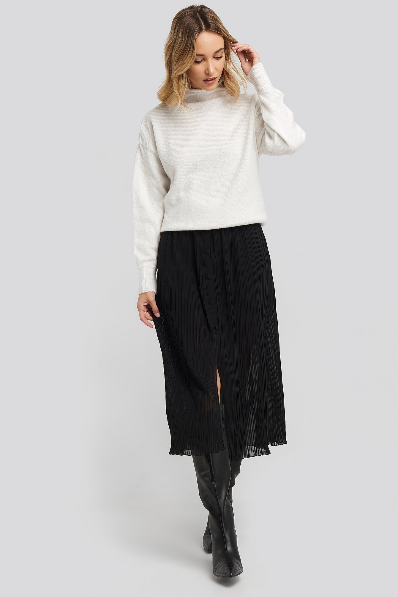 Black Button Detail Pleated Skirt