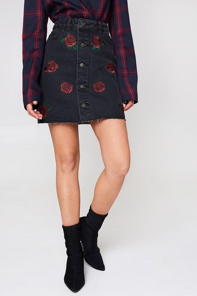 Spódnica na guziki z haftowaną różą Black