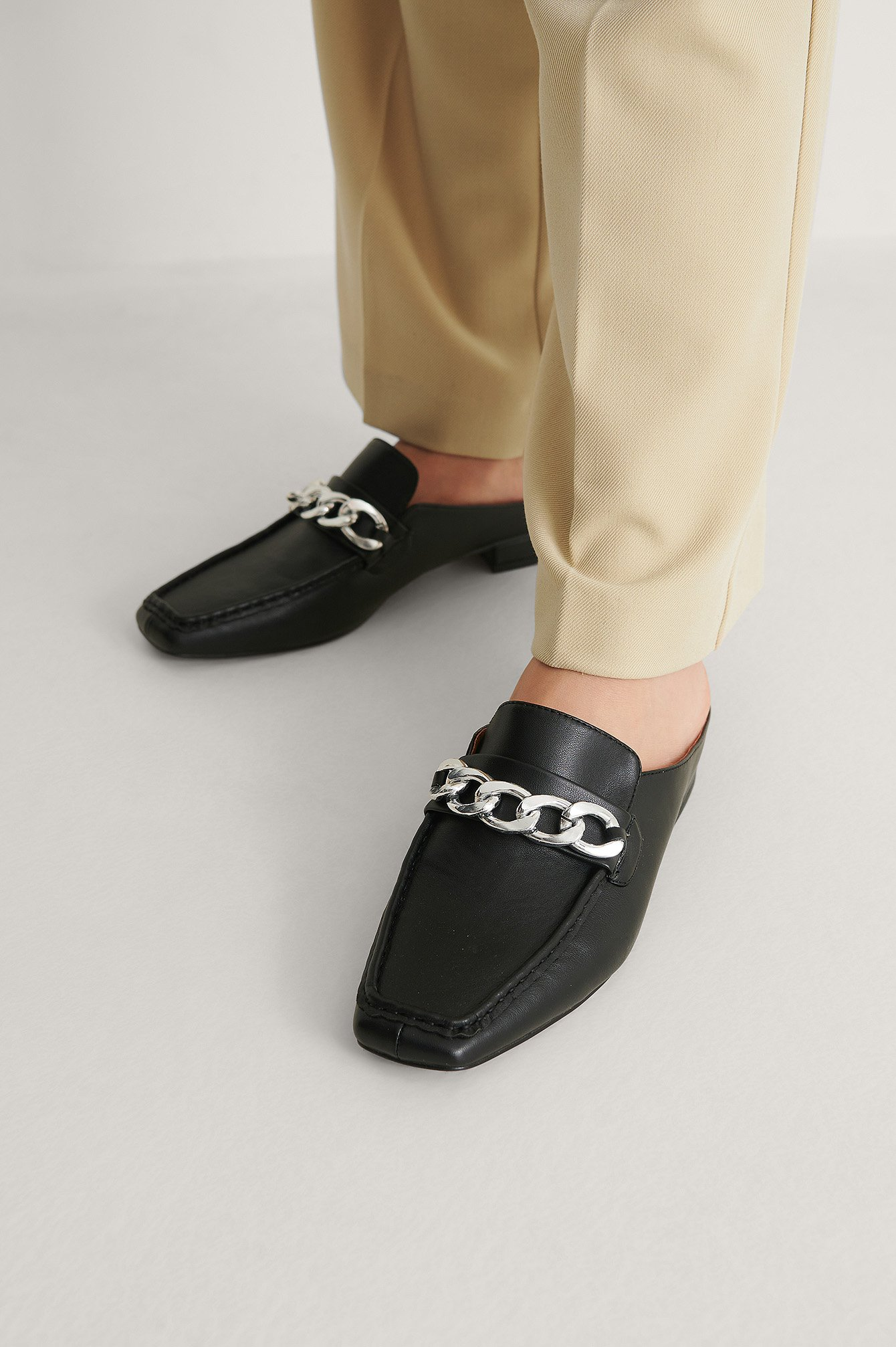 Black Instap Loafers Met Kettingdetail