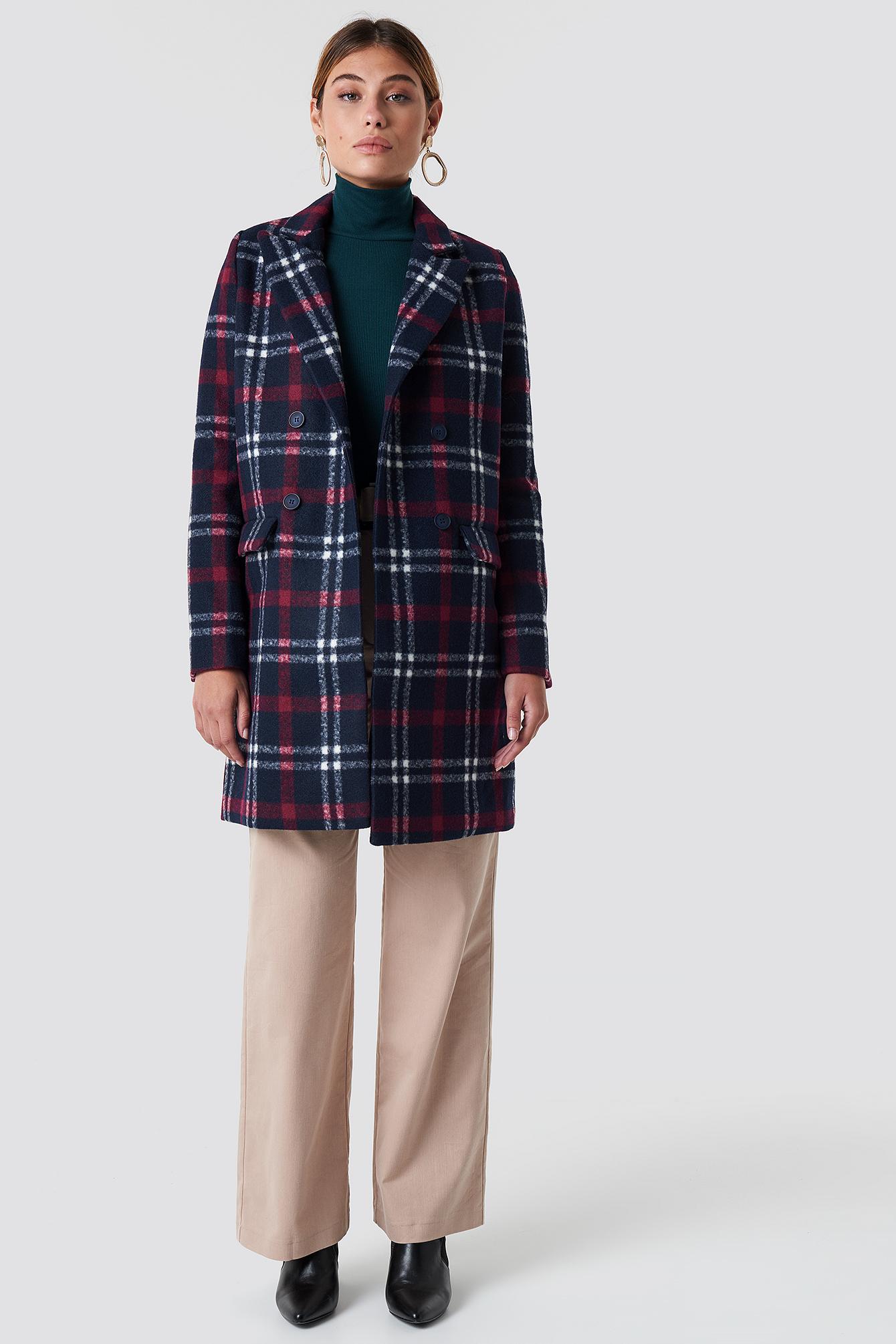Krótki płaszcz w kratę NA-KD.COM