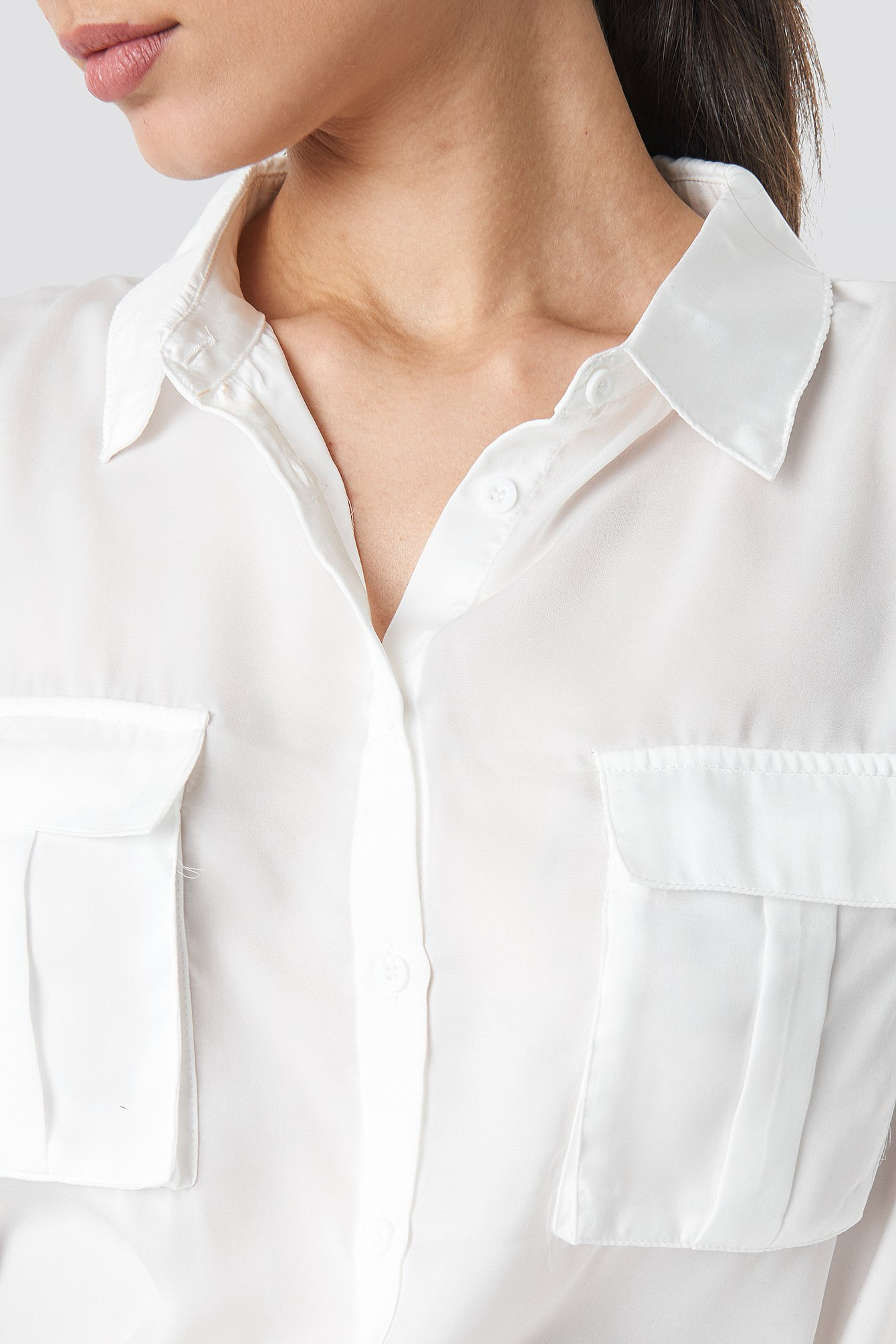 Satynowa koszula z kieszeniami NA-KD.COM