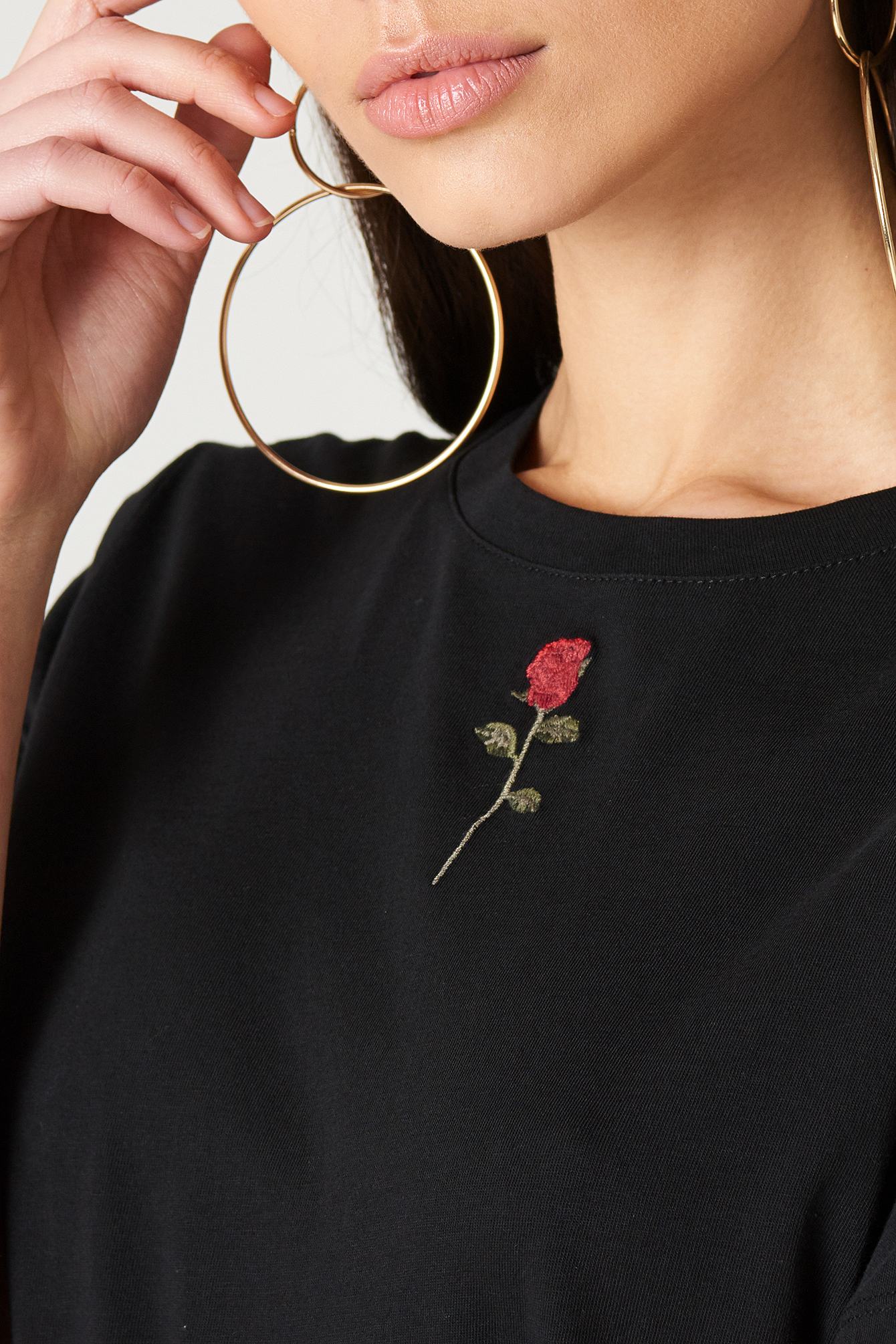 Chest Rose Embroidery Tee NA-KD.COM