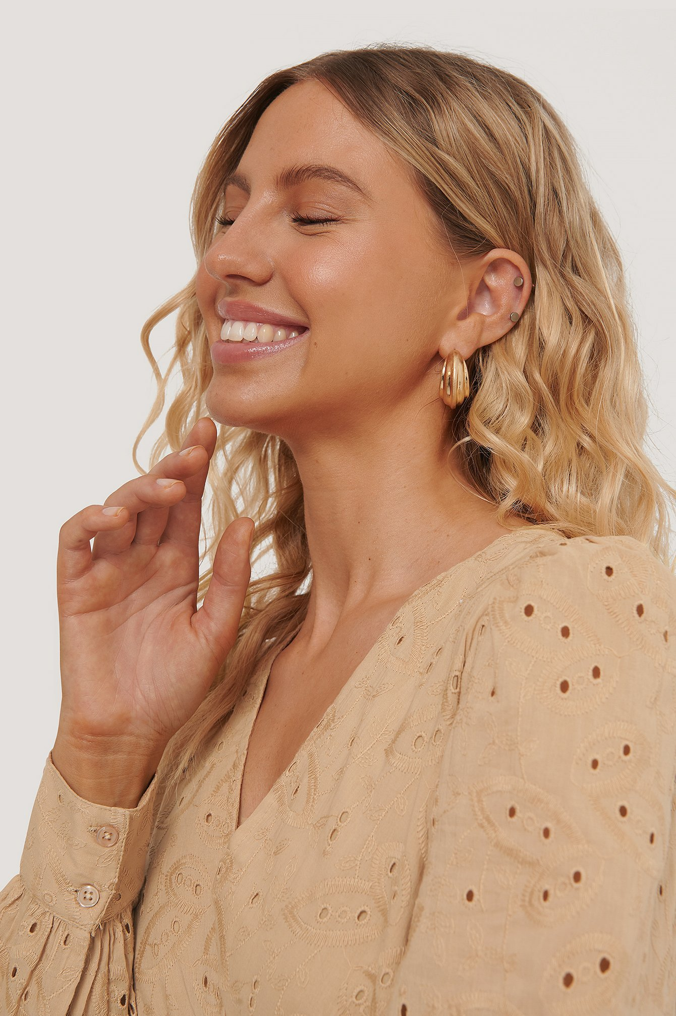 na-kd accessories -  Kreolen Mit Chubby-Struktur - Gold