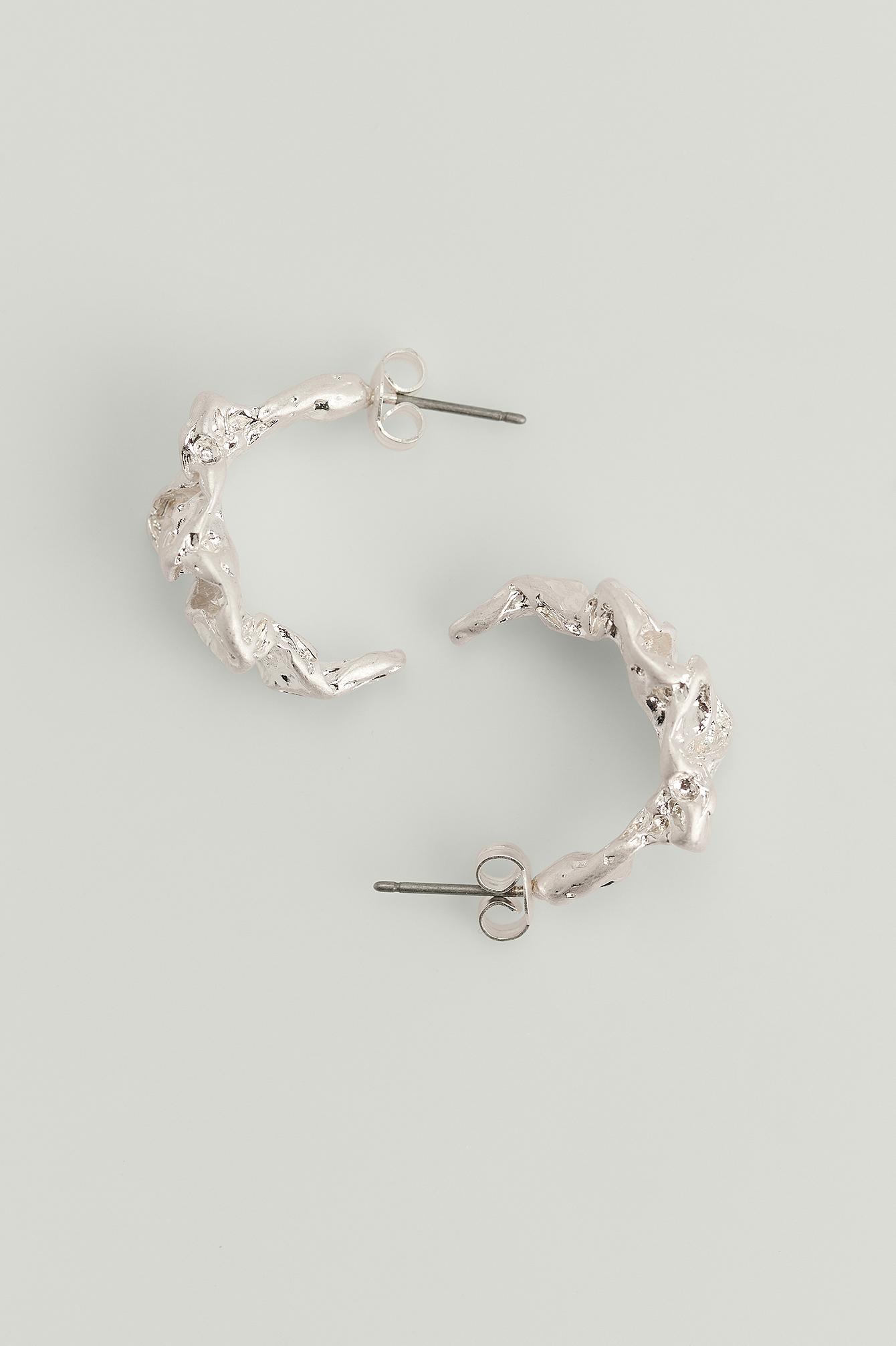 NA-KD Accessories Kraftige Øreringe I Hamret Design I Genanvendt Materiale - Silver