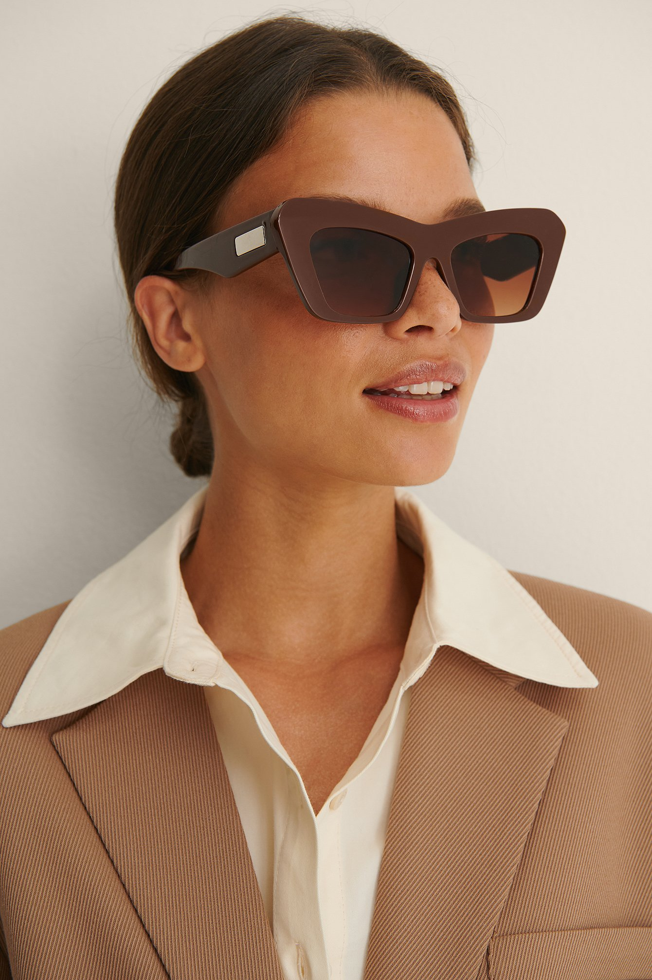 na-kd accessories -  Spitze Chunky-Sonnenbrille - Brown