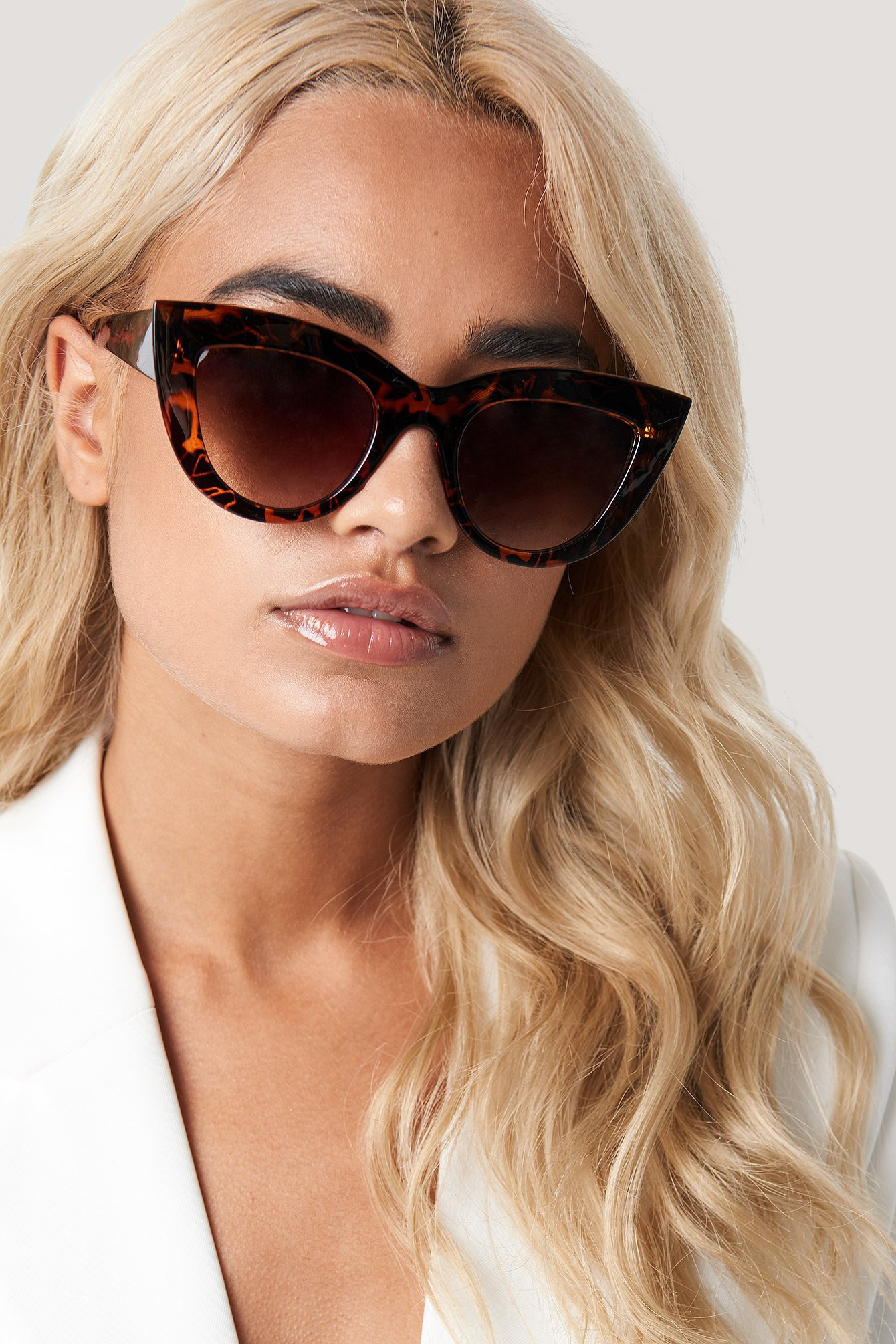 na-kd accessories -  Chunky Pointy Cat Eye Sunglasses - Brown