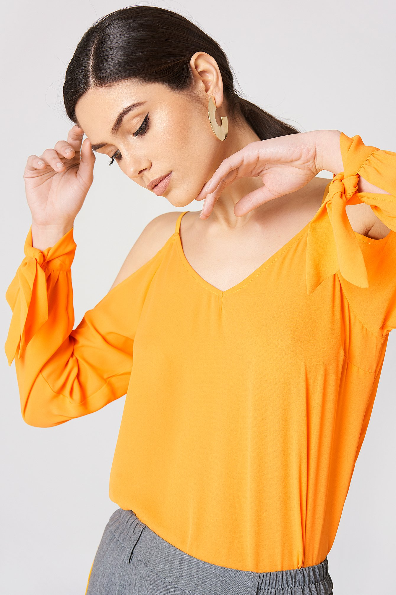 Cold Shoulder Knot Sleeve Top NA-KD.COM