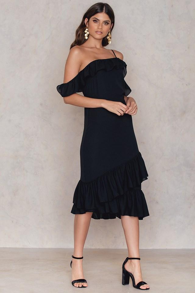 Sukienka z odkrytymi ramionami Black