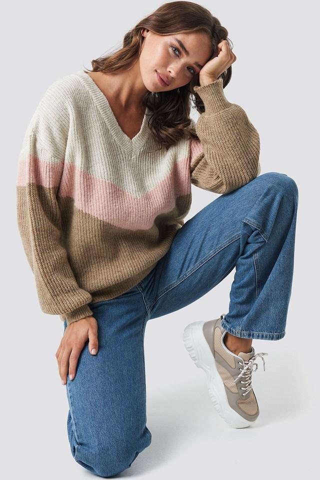 Color Blocked V-neck Knitted Sweater Beige