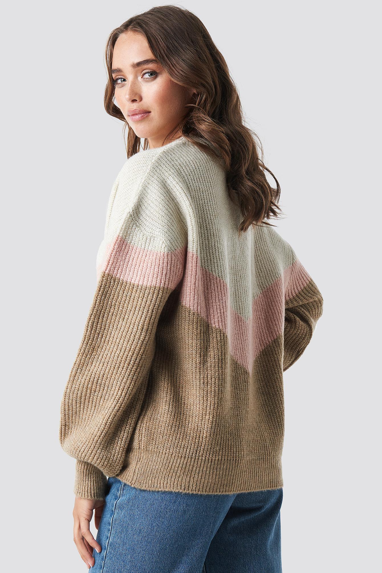 Color Blocked V-neck Knitted Sweater NA-KD.COM