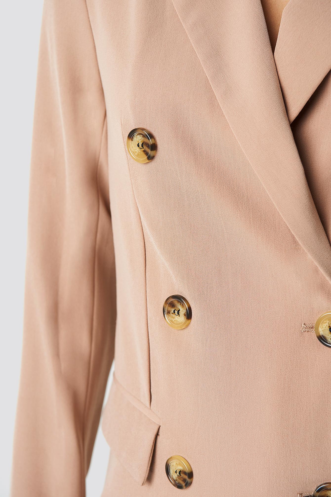 Contrast Buttons Blazer NA-KD.COM