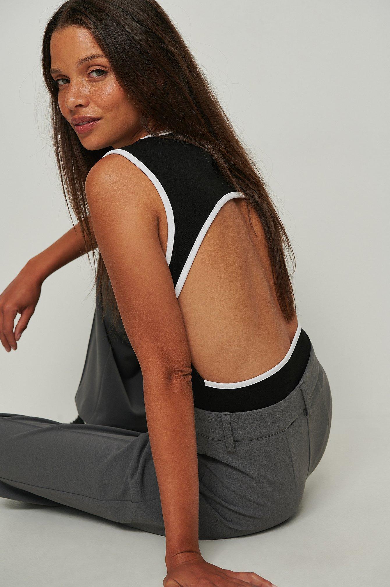 na-kd trend -  Kontrast-Body mit offenem Rücken - Black