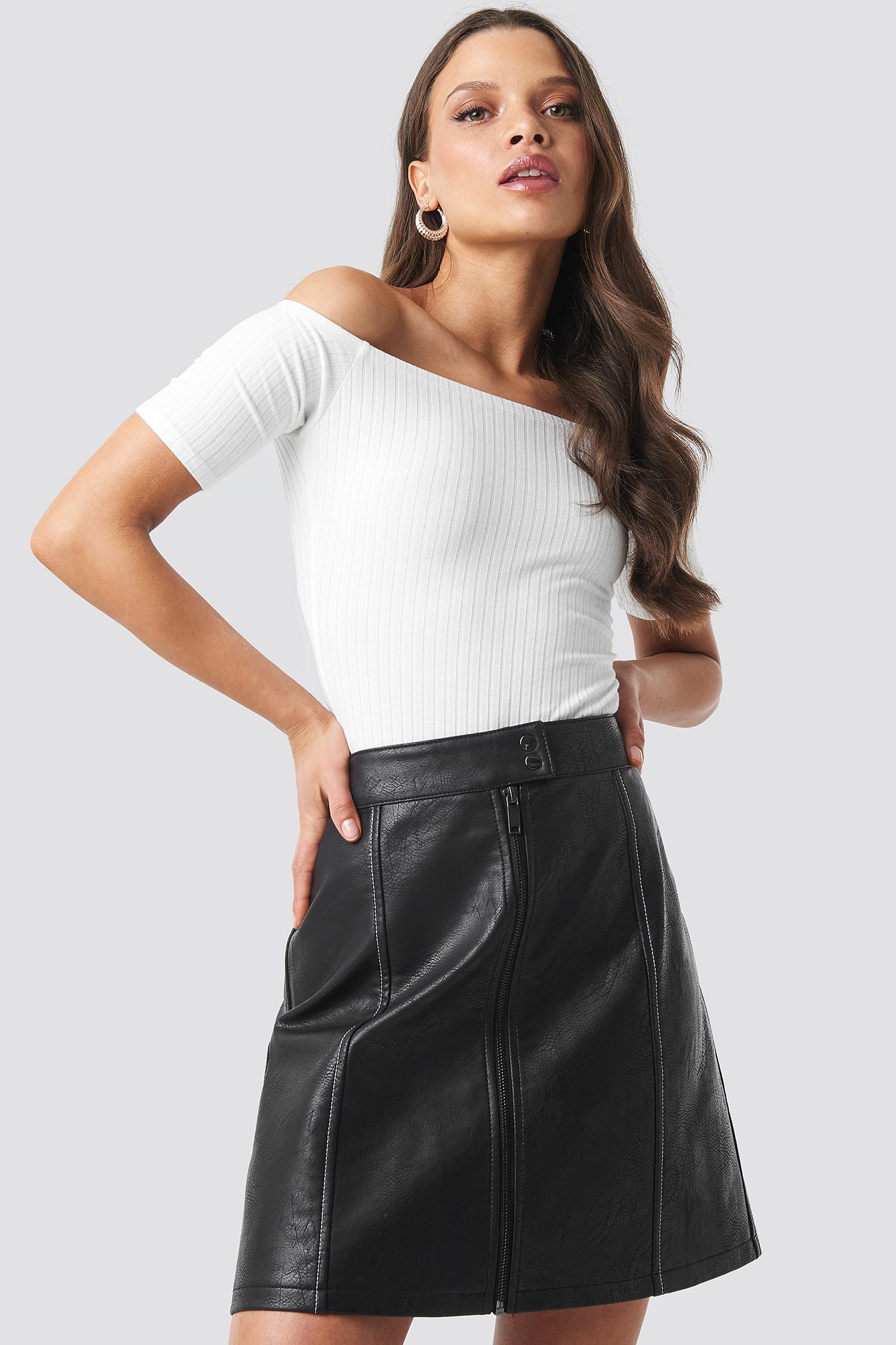 na-kd trend -  Contrast Seam A-line Pu Skirt - Black