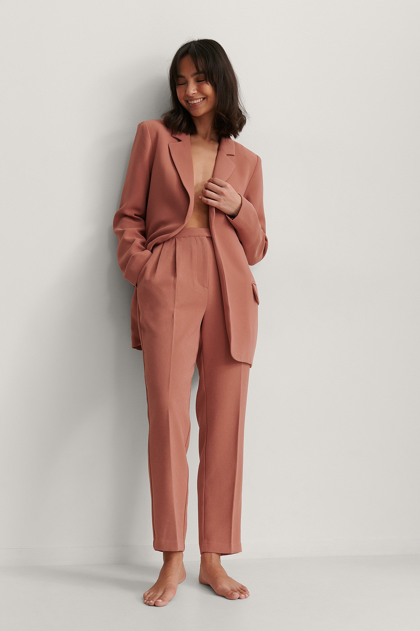 na-kd classic -  Kurze Abnäher-Anzughose - Pink