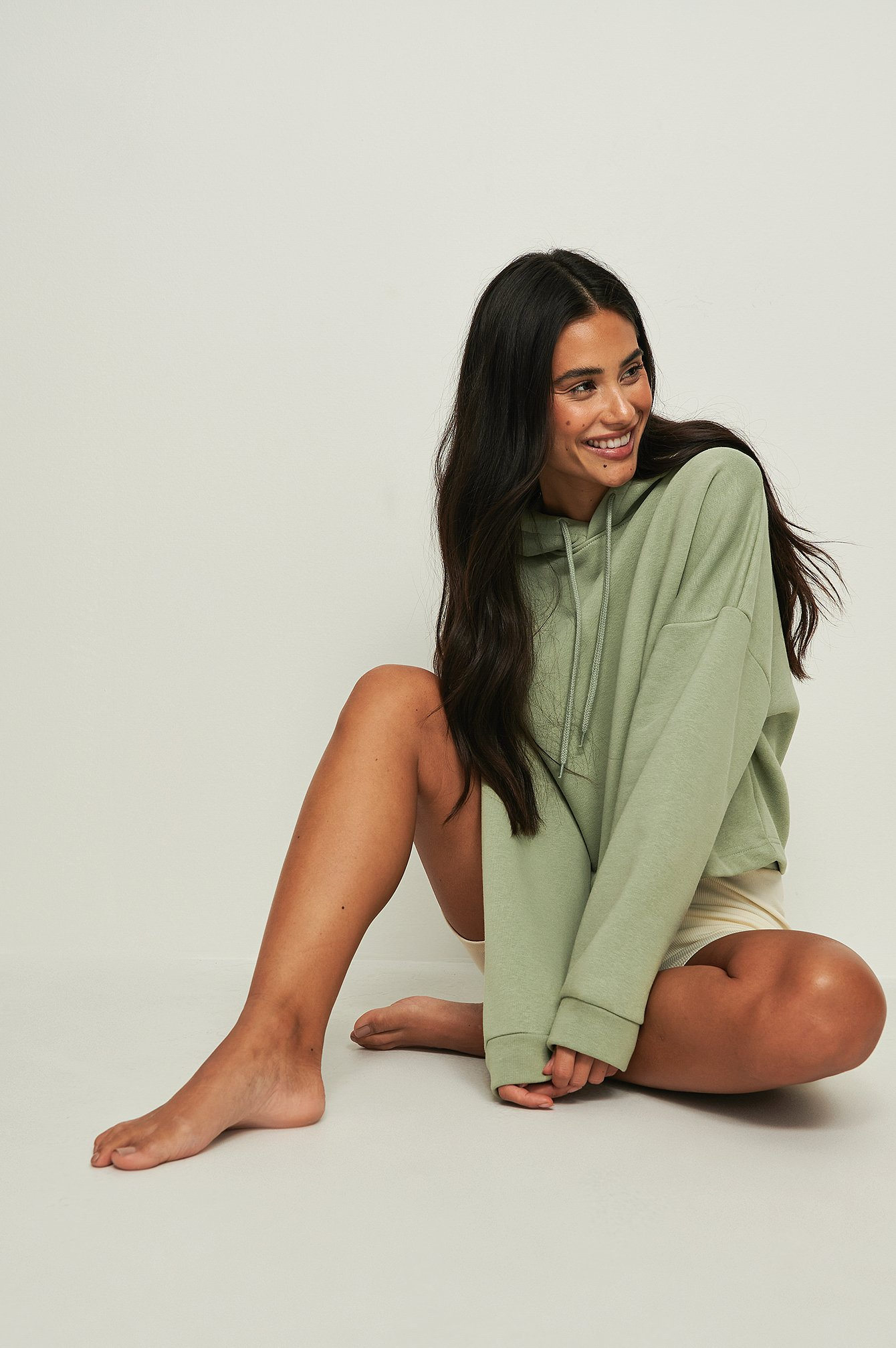 NA-KD Basic Ekologisk basic croppad hoodie - Green