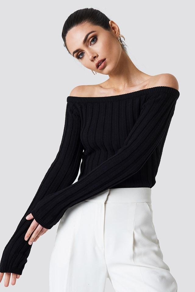 Sweter z odkrytym dekoltem Black
