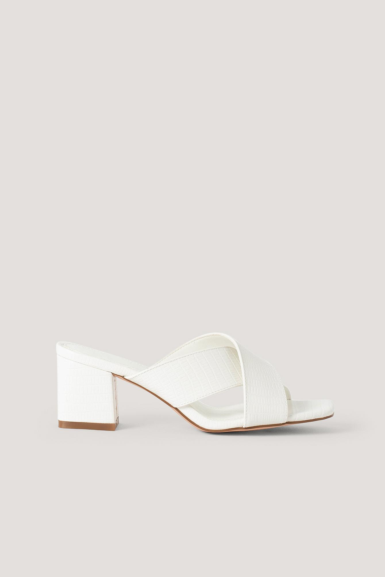 NA-KD Shoes Pantoffeln Mit Überkreuzten Riemen - Offwhite | Schuhe > Hausschuhe > Pantoffeln | NA-KD Shoes