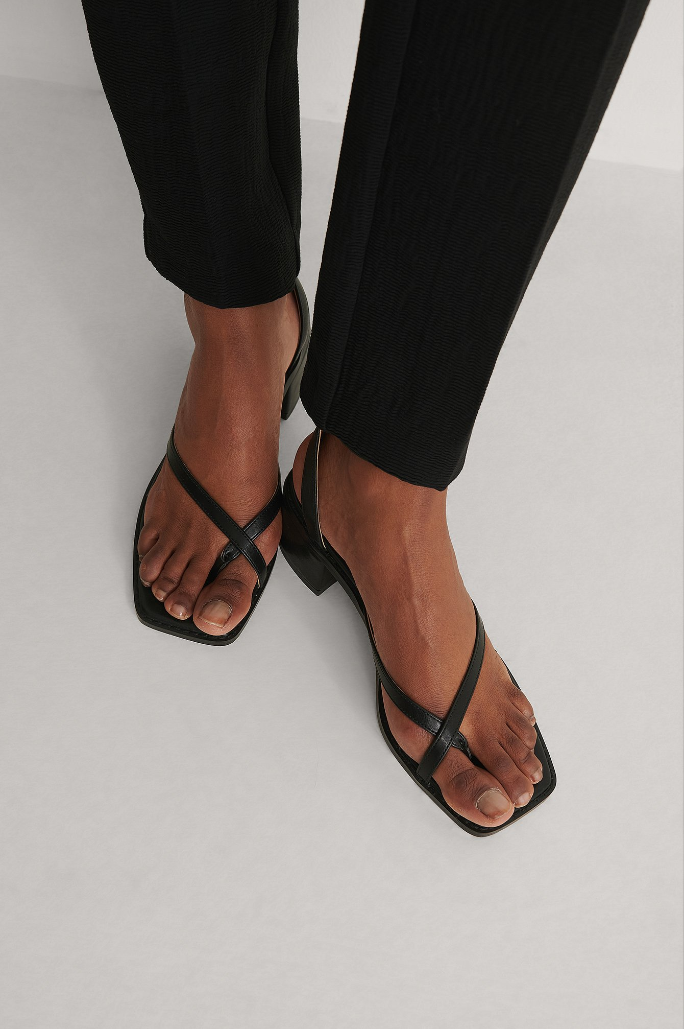 Black Crossed Toe Strap Sandals