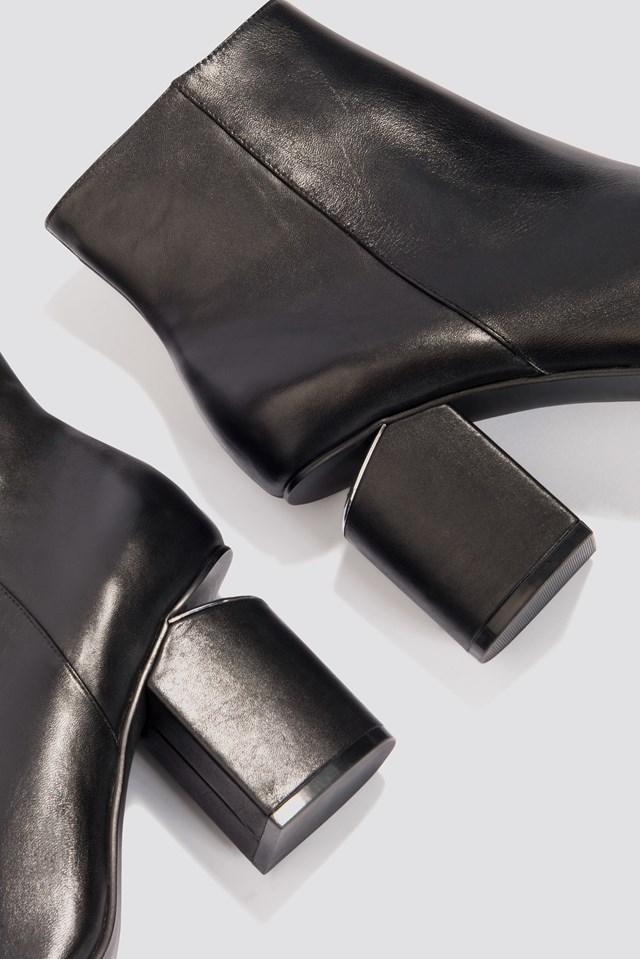 Cut Out Heel Leather Shoes NA-KD.COM