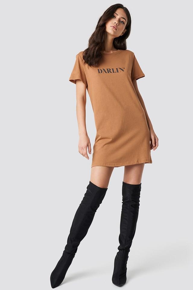 T-shirtowa sukienka Darlin' Tan