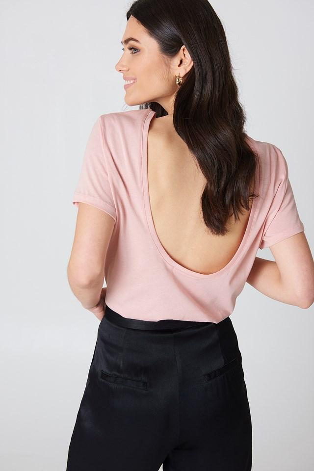 T-shirt z odkrytymi plecami Pink