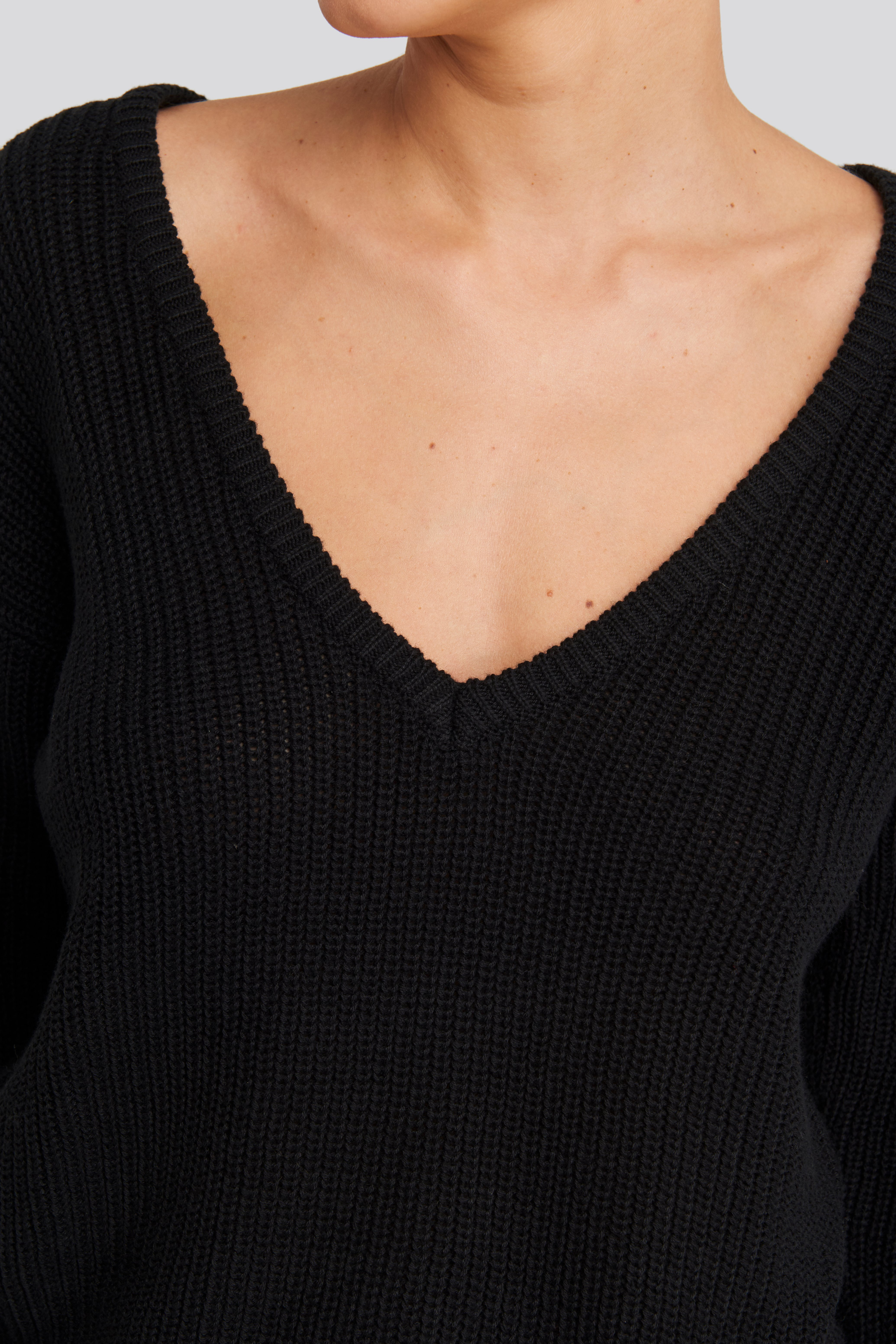 Black Deep Front V-neck Knitted Sweater