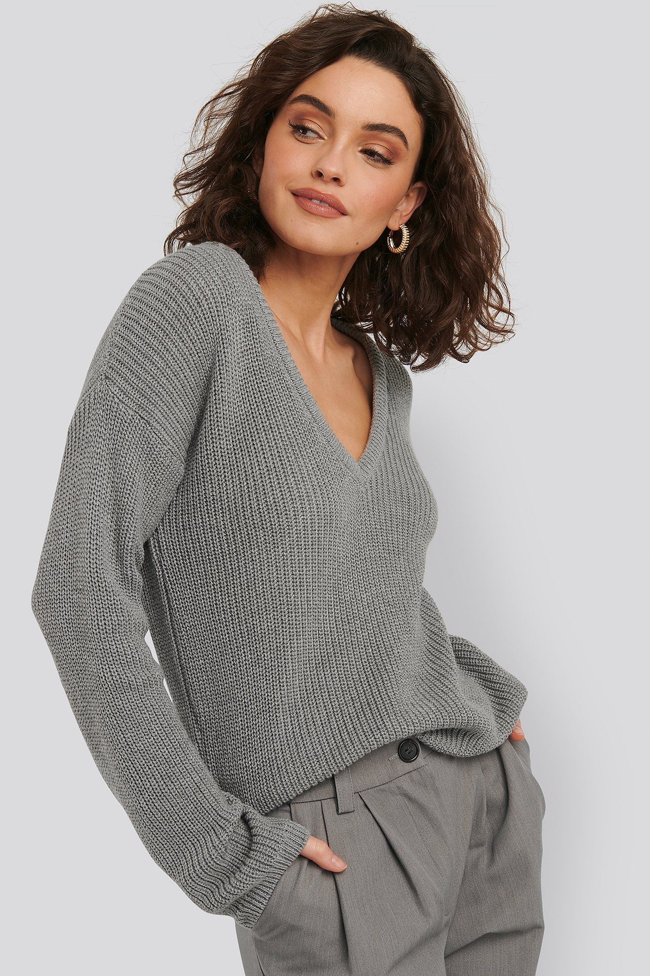 NA-KD Deep Front V-neck Knitted Sweater - Grey