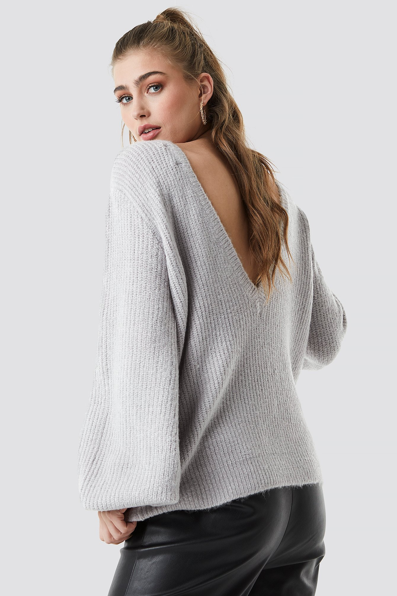Deep V Back Sweater NA-KD.COM